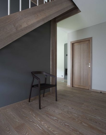 Solid oak wood door with 1 filing