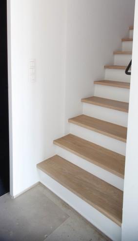 Solid oak wood stairs (Belgium)