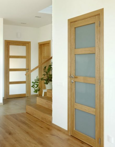 Solid oak wood door with 4 filings