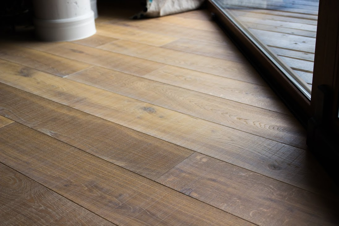 Oak floorboard, steamed S-3409, brushed