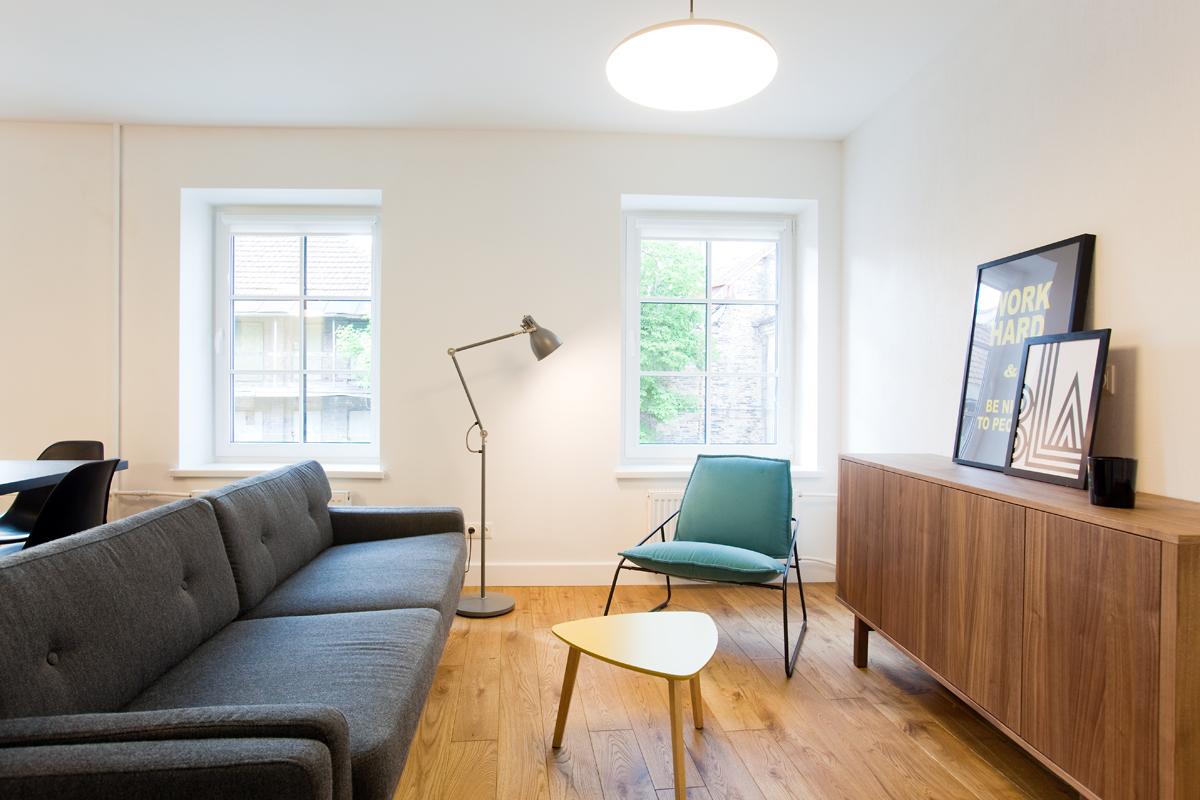 Ąžuolinė grindinė lenta, alyvuota 3305 Bespalve alyva. Architektūros studija ARKKITEHTI