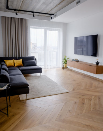 Oak flooring: 3418 Pear, Rustic, Chevron.