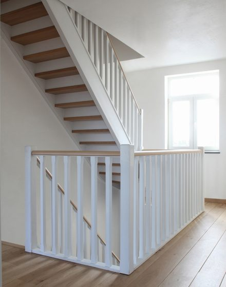 Solid oak wood stairs (Belgium)